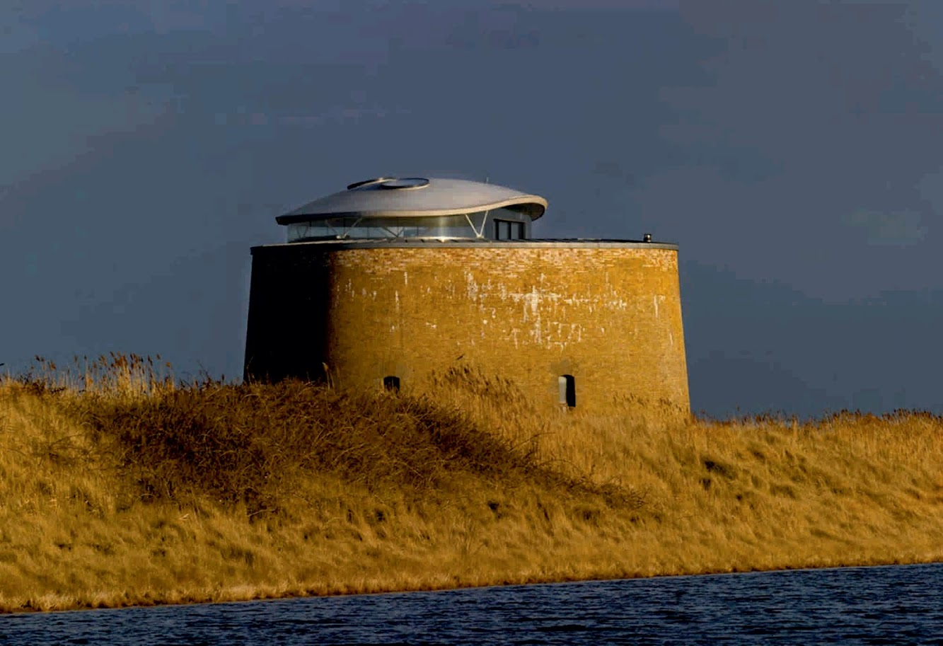 "Suffolk, Regno Unito: Martello Tower ""Y"" by Piercy Conner Architects"