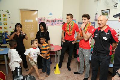 Макс Чилтон и Жюль Бьянки в малайзийской школе Taarana на Гран-при Малайзии 2013