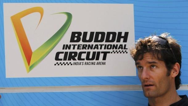 Марк Уэббер на фоне вывески Buddh International Circuit на Гран-при Индии 2011