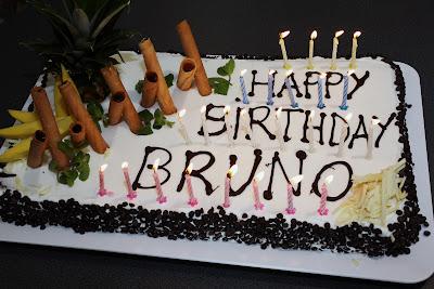 торт для Бруно Сенны на день рождения на Гран-при Кореи 2011