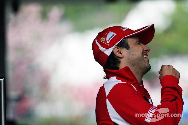 смеющийся до слез Фелипе Масса на Гран-при Китая 2012