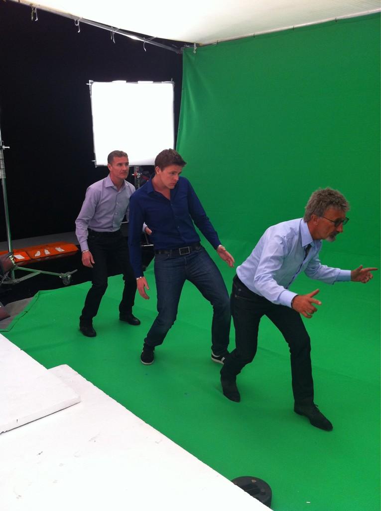 фотосессия команды комментаторов BBC на зеленом фоне - Дэвид Култхард Джейк Хамфри Эдди Джордан - 7 марта 2012