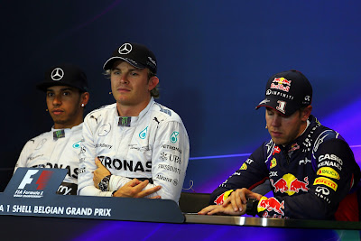 Себастьян Феттель засыпает на пресс-конференции после квалификации Гран-при Бельгии 2014