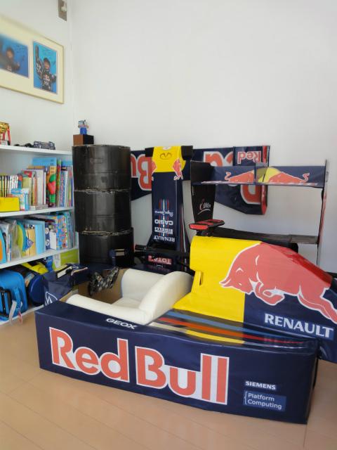 болид Red Bull RB8 из картона в разобранном виде