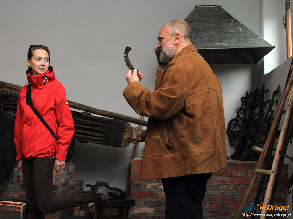 Pokazy dawnych rzemiosł w Mniszkach - jak okuć konia?