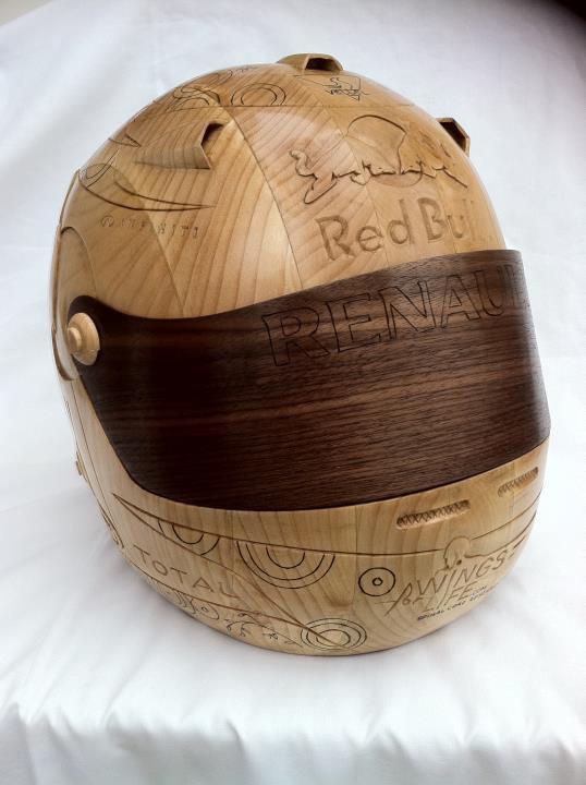 шлем Себастьяна Феттеля из дерева