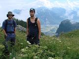 Vue sur les Alpes vaudoises – au fond de la plaine du Rhône, le village de Roche – à gauche de la chaîne montagneuse, les Rochers-de-Nays