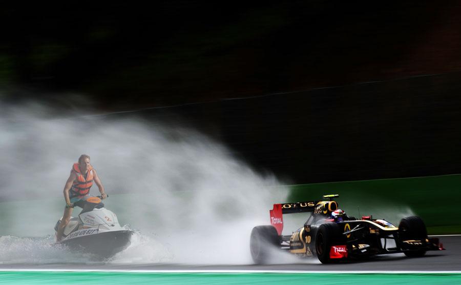 фотошоп Нико Росберг в слипстриме Lotus Renault Виталия Петрова на Гран-при Бельгии 2011