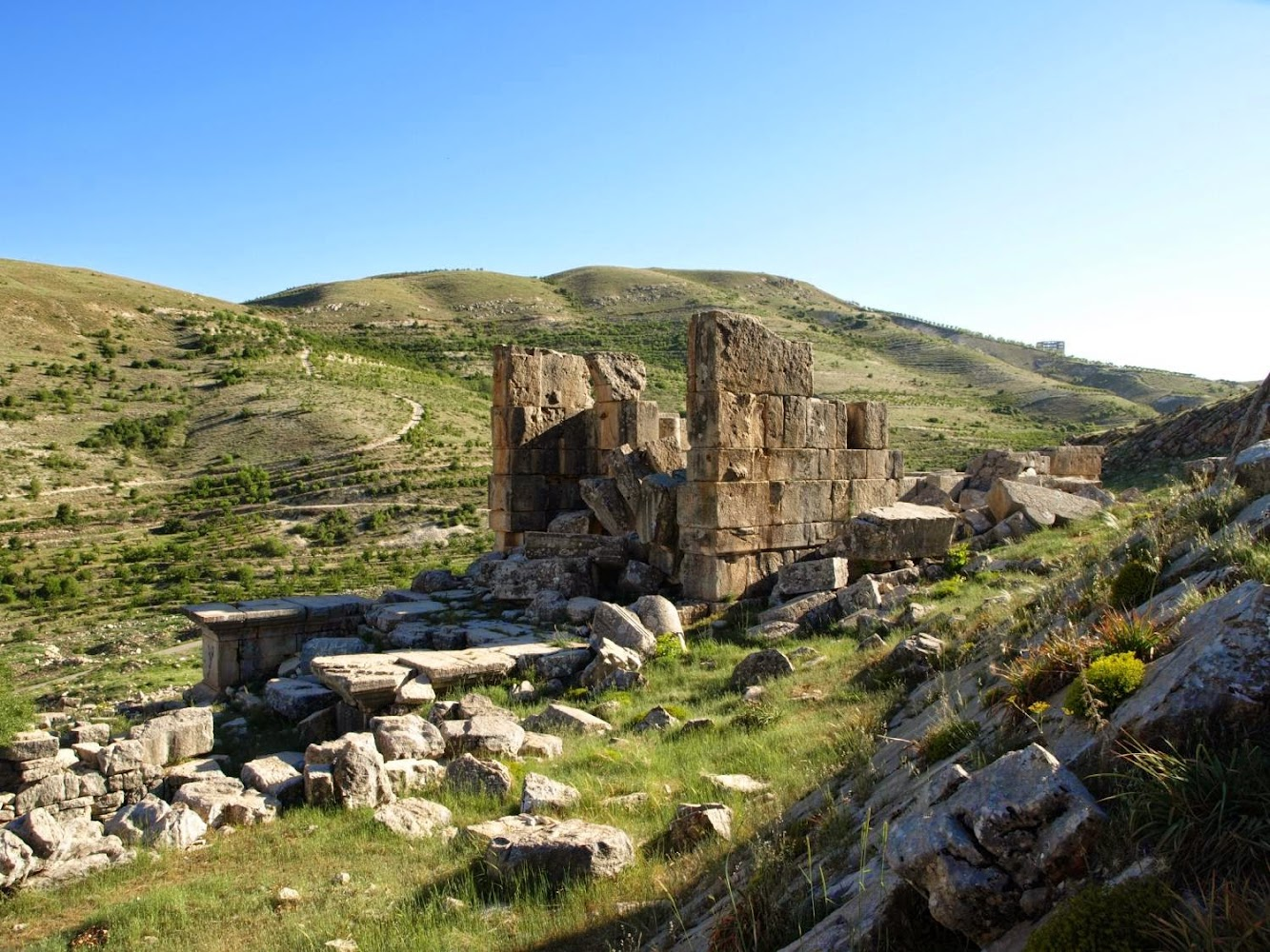 Lebanon: The archaeology of conflict-damaged sites