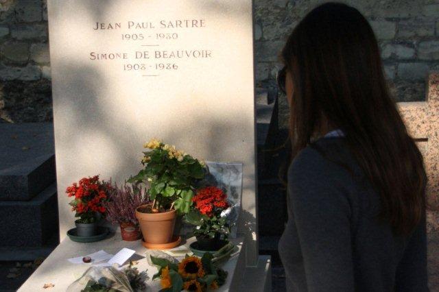 Cementerio de Montparnasse en Paris Tumbas de Jean Paul Sartre y Simone de Beauvoir