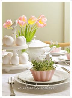 stół wielkanocny patera na pisanki dekoracja z rzeżuchy