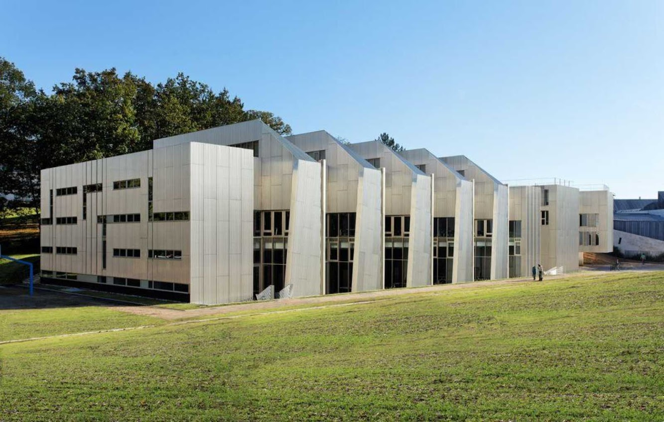 Versailles, Francia: Uvsq Science Library by Badia Berger Architectes