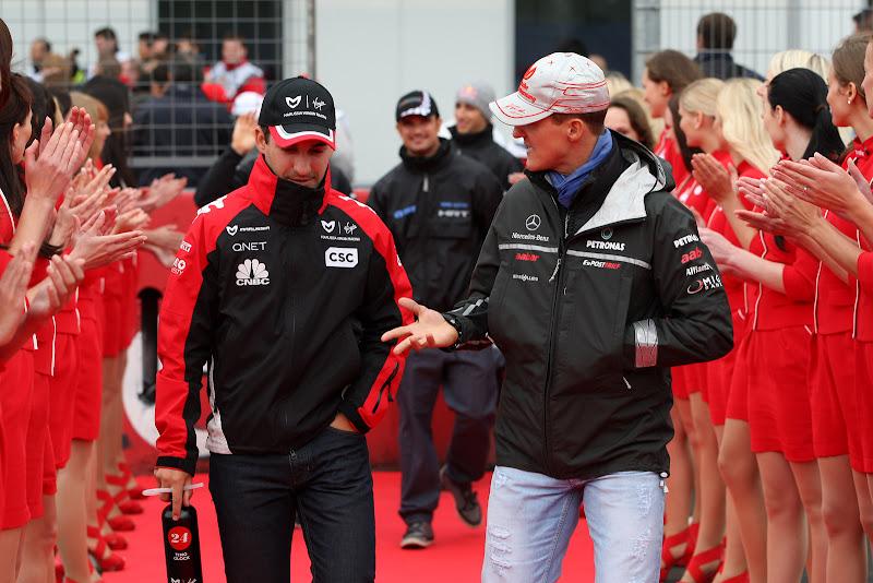 Тимо Глок и Михаэль Шумахер на параде пилотов Нюрбургринга на Гран-при Германии 2011