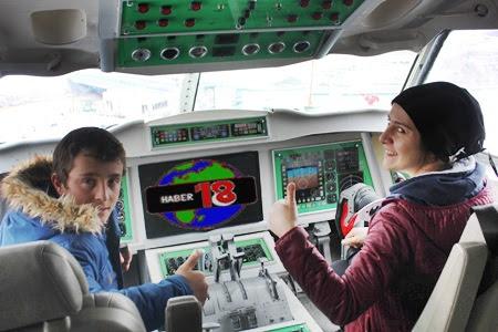 Çankırı'da Öğrenciler Uçak Kütüphanede Kitap Okumayı Sevdiler