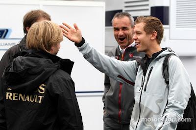 Ник Хайдфельд и Себастьян Феттель встретились в паддоке Нюрбургринга на Гран-при Германии 2011