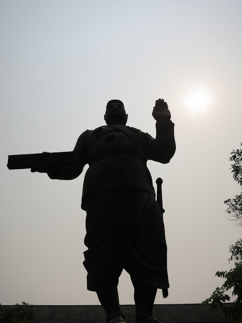 Statue of KingSisavang Vong.