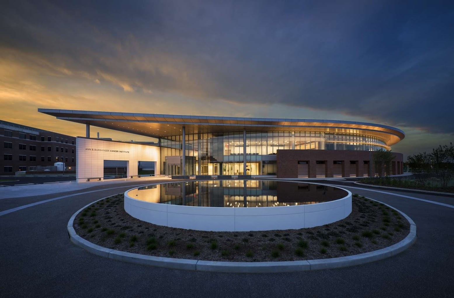 Lancaster, California, Stati Uniti: [ANN B. BARSHINGER CANCER INSTITUTE BY BALLINGER]
