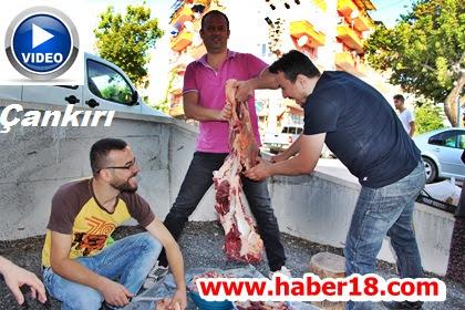 Çankırı'da Vatandaşlar Kurbanlarını Dualarla Kesmeye Başladı
