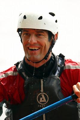 мокрый и смеющийся Марк Уэббер - каякинг в Монреале в дни уикэнда на Гран-при Канады 2011