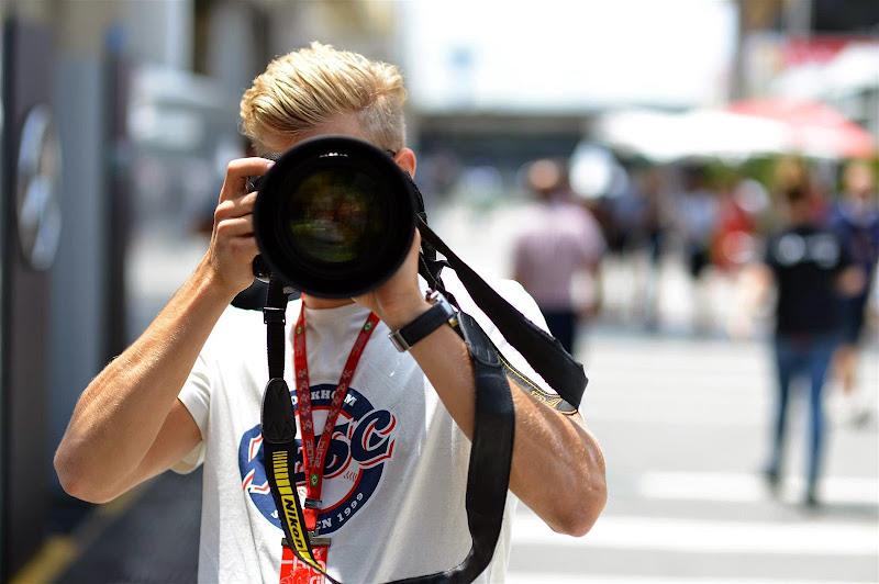 Маркус Эрикссон в роли фотографа на Гран-при Бразилии 2014