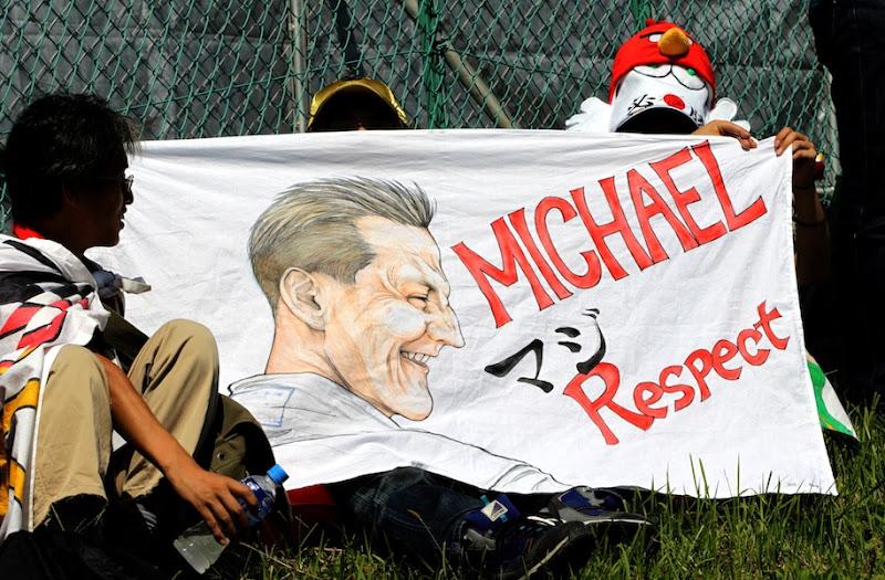 Михаэль Шумахер Respect от болельщиков Сузуки на Гран-при Японии 2012