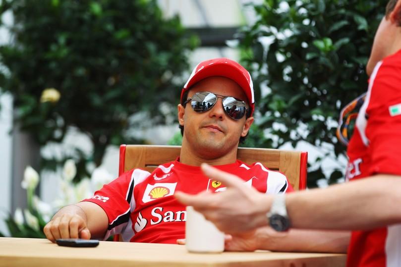 Фелипе Масса слушает Роба Смедли на Гран-при Канады 2011