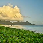 Grand Anse na Praslin. Plaża 20 metrów od naszego Bungalowa.