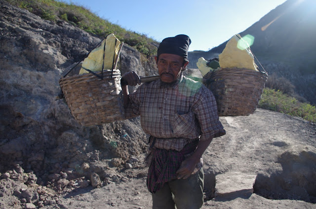 Miners carry 70-100 kg of sulfur per trip, three times a day.