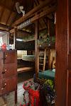 dormitorium, moje łóżko po lewej (materac w odświeżaniu)