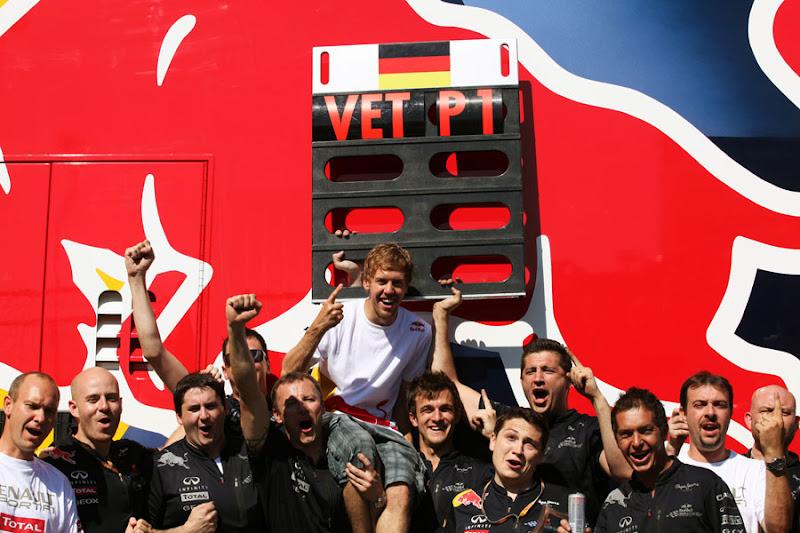Себастьян Феттель и команда Red Bull побеждают на Гран-при Европы 2011