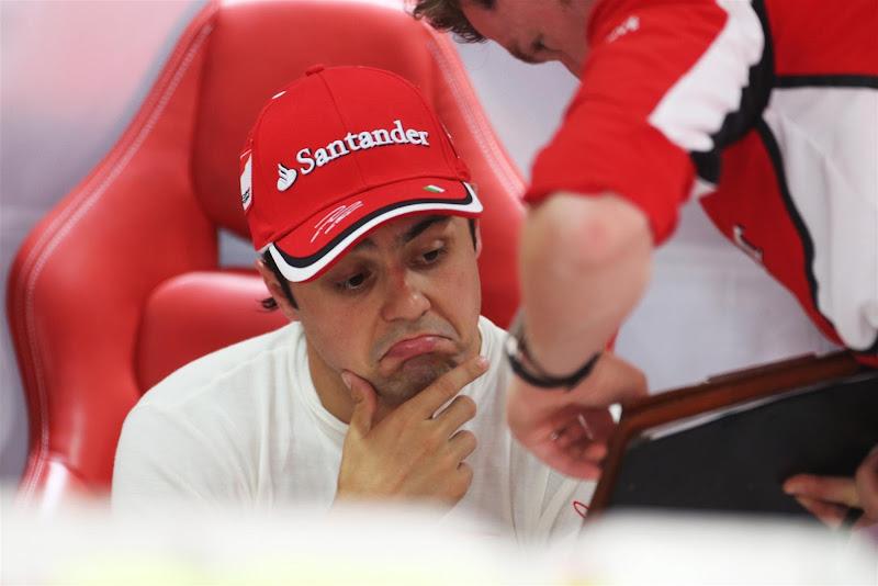 not bad Фелипе Масса и Роб Смедли изучают данные на Гран-при Индии 2012
