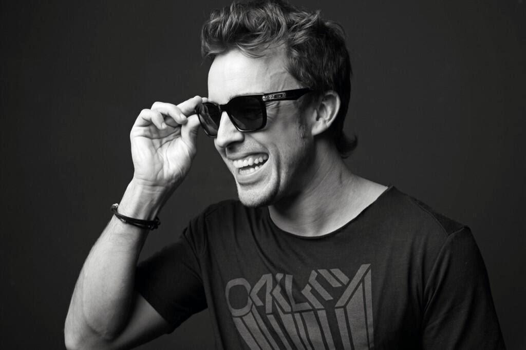Фернандо Алонсо в солнцезащитных очках Oakley - фотосессия 2013