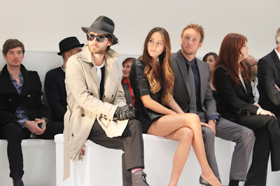 Джессика Мичибата и Дженсон Баттон вместе с Джаредом Лето на Hugo by Hugo Boss Autumn/Winter 2012 fashion show during Mercedes-Benz Fashion Week Berlin at Gemaldegalerie 19 января 2012