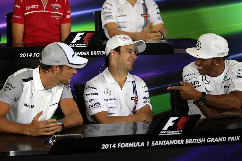 Фелипе Масса между Дженсоном Баттоном и Льюисом Хэмилтоном на пресс-конференции в четверг на Гран-при Великобритании 2014