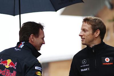 Дженсон Баттон и Кристиан Хорнер с зонтиком на Гран-при Кореи 2011