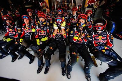 Механики Red Bull на Гран-при Европы 2011