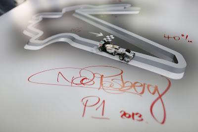 автограф Нико Росберга на схеме трассы Йонам на Гран-при Кореи 2012