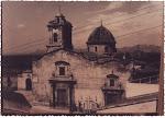 Fachada principal y exterior de la Iglesia de los Santos Juanes. Años 70. (Charles). Biblioteca Municipal de Catral.