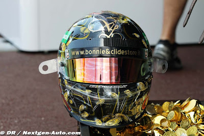 пиратский шлем Витантонио Льюцци специально для Гран-при Монако 2011 вид спереди