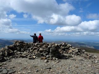 Pointing westwards from Grasmoor summit