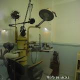 當年的牙醫設備,看起來有點陰森可怖。