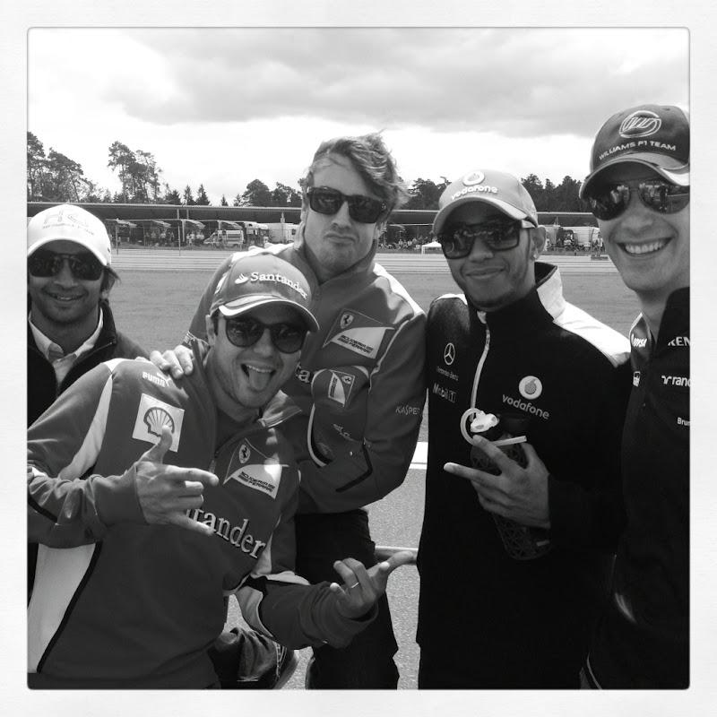 Льюис Хэмилтон с другими пилотами во время парада пилотов для Lewis100 на Гран-при Германии 2012