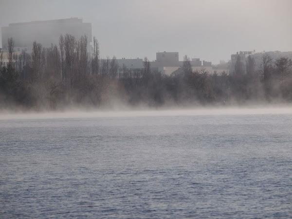 fog on Lake burley griffin