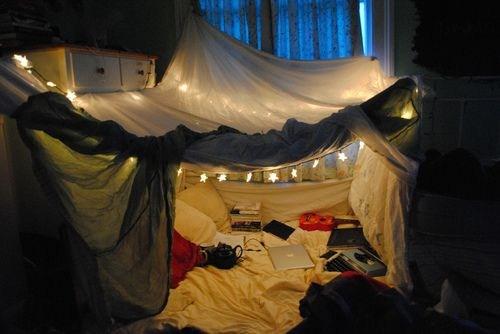 Как сделать кровать из одеял