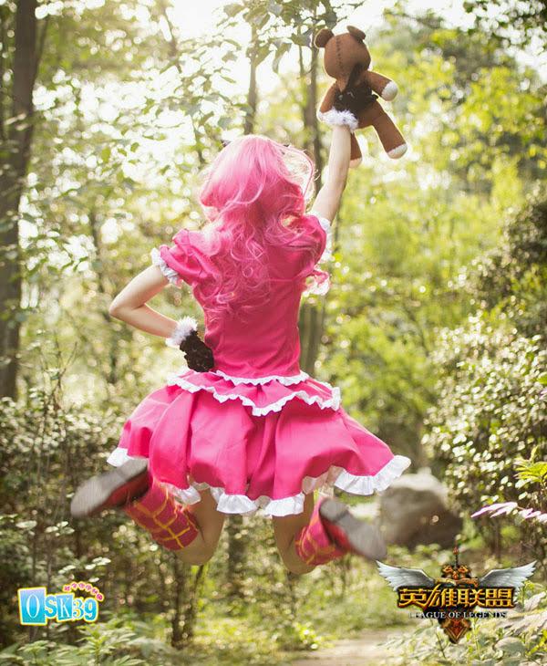Thêm một bộ cosplay đẹp về cô bé bóng tối Annie