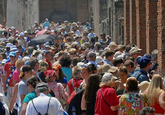 Italy: Pompeii limits visitor numbers