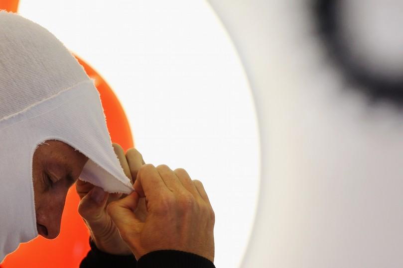 Дженсон Баттон готовится к пилотированию на Гран-при Венгрии 2011