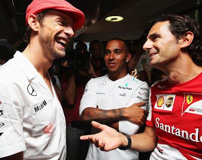 Дженсон Баттон, Льюис Хэмилтон и Педро де ла Роса на вечеринке в честь 50-летия McLaren на Гран-при Италии 2013