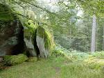 Felsbrocken stehen häufig mal so rum.