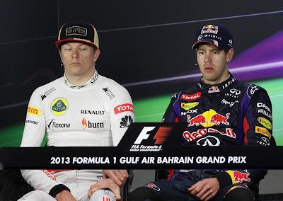 подстольные игры Кими Райкконена и Себастьяна Феттеля на пресс-конференции Гран-при Бахрейна 2013